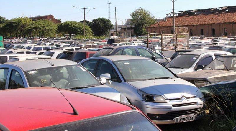 Leilão on-line de veículos tem 439 lotes O Pátio Municipal terá o terceiro leilão on-line de veículos deste ano. Os lances começam a partir das 10h de 15 de abril